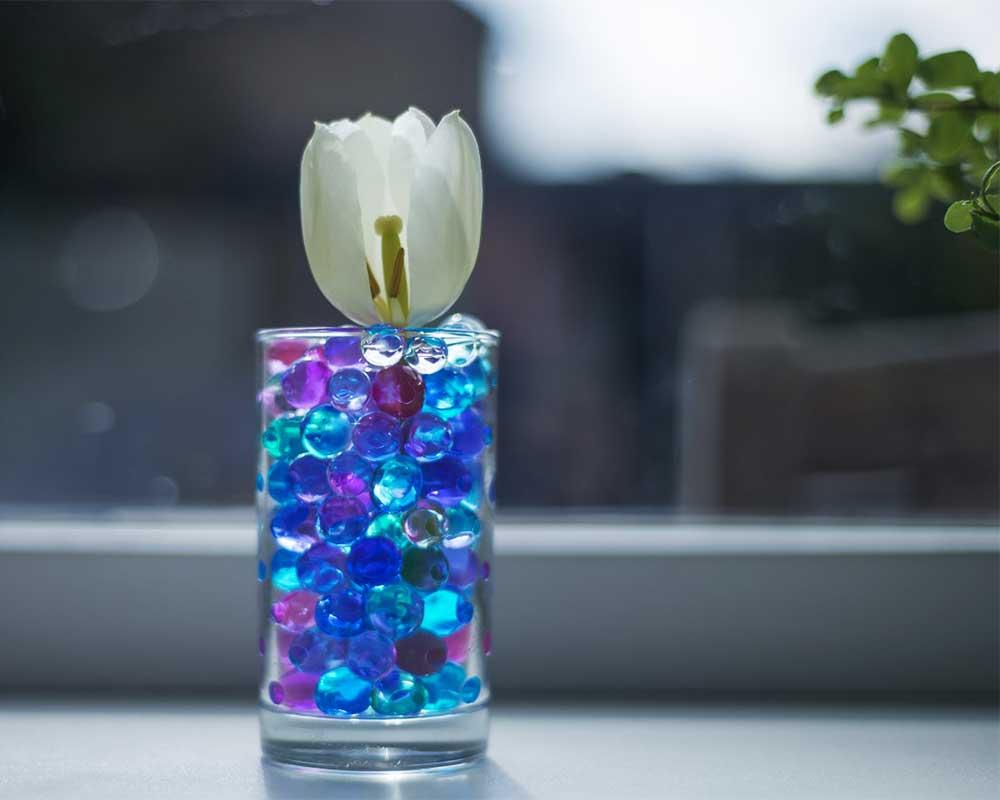 ビー玉と花