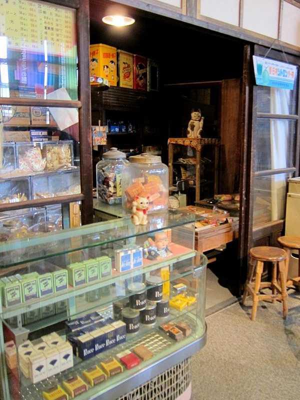 タバコ屋と駄菓子