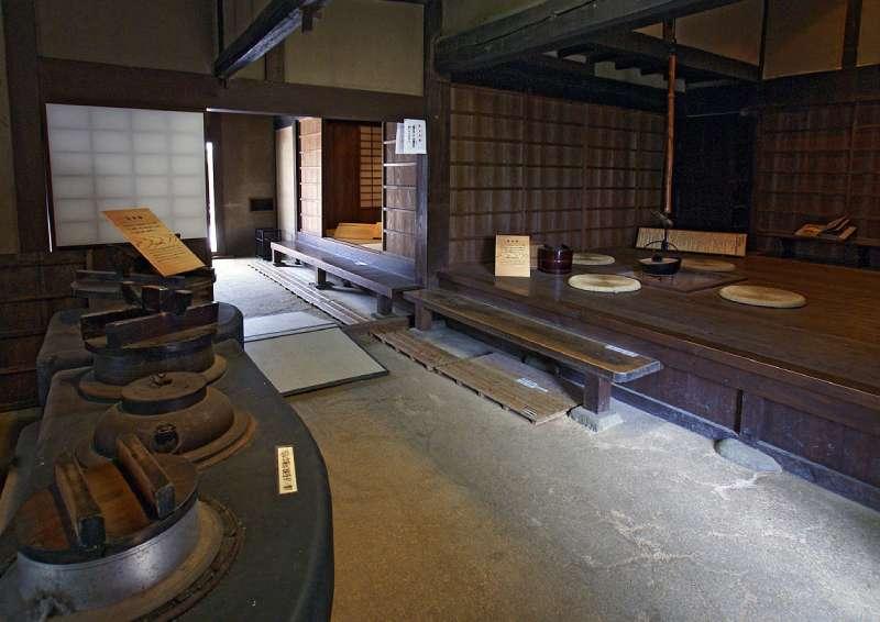 伝統的な日本家屋の台所