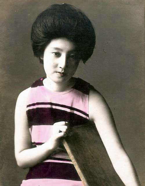 明治時代の芸妓さんモデル水着姿